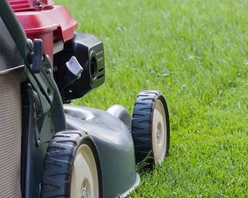 This image has an empty alt attribute; its file name is garden-machinery.jpg